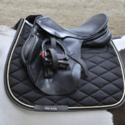 9994-MmAir-SaddlePad-black-under-saddle